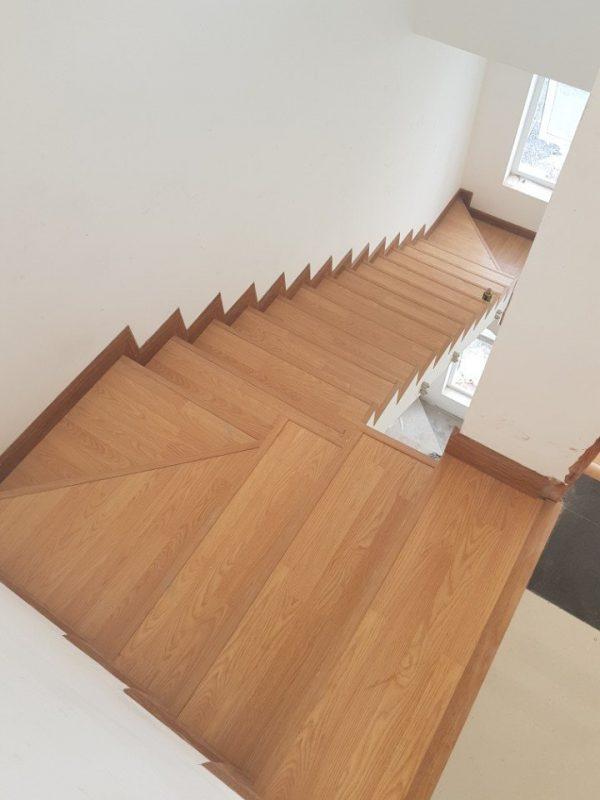 Ốp gỗ cầu thang