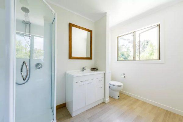 Sàn nhựa có thể lát trong nhà tắm không?